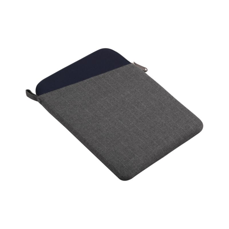 "Classic grey sleeve protects and cushions computers with a durable, water-resistant polyester casing and neoprene interior. Angled exterior pocket stores papers, chargers and more with easy access.<br /><br /><NEWTAG/><ul><li>100% polyester exterior</li><li>100% neoprene interior</li><li>Accommodates a 15"" laptop</li><li>Zipper closure</li><li>Water-resistant</li><li>Clean with a damp cloth</li></ul>"