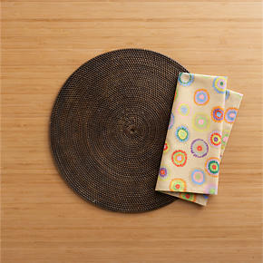 Casablanca Round Placemat and Octavio Grey Napkin