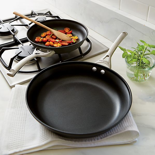 Calphalon Contemporary ™ Unison ™ Slide Nonstick 2-Piece Frypan Set