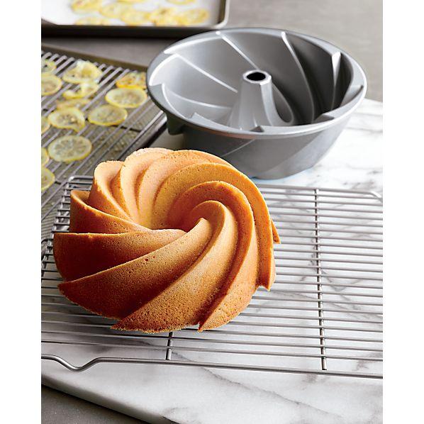 Nordic Ware ® Heritage Bundt ® Pan
