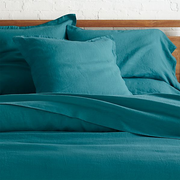 lino teal linen duvet covers and pillow shams crate and barrel. Black Bedroom Furniture Sets. Home Design Ideas