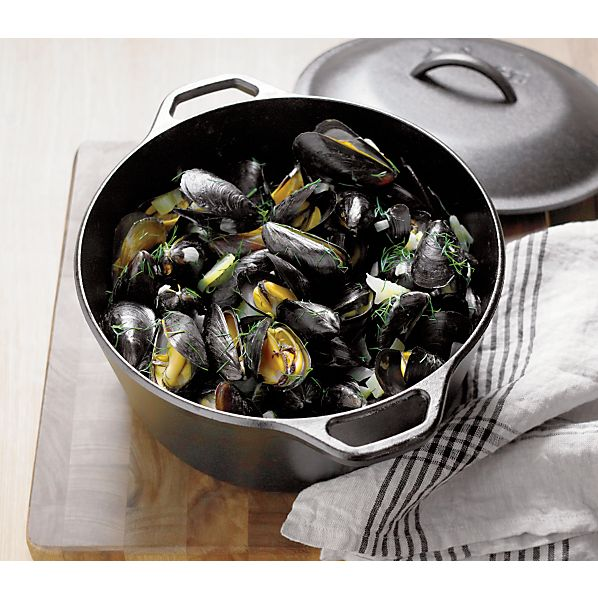 Lodge ® Cast Iron 5 qt. Dutch Oven