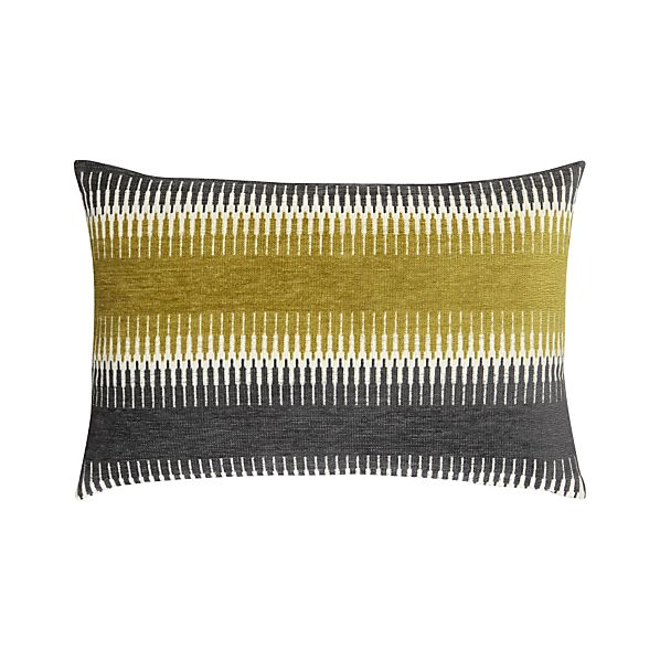 "Moyen 24""x16"" Pillow"