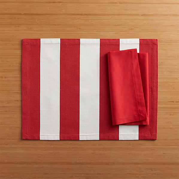 Olin Red Placemat and Fete Cherry Cotton Napkin