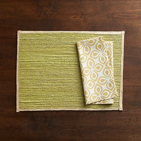 Veracruz Fern Placemat and Basel Ecru Napkin